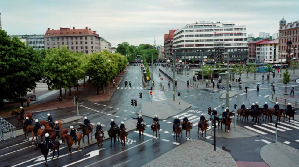 Polisen slog en järnring runt Järntorget. Foto: Larseric Linden