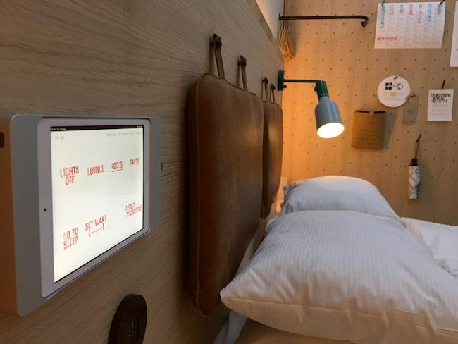 Fest eller soluppgång? Du väljer själv vilken stämning du vill ha i ditt rum med hjälp av iPad.