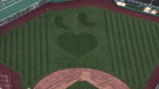 Baseboll-lagets gräshyllning till sjuksköterskorna