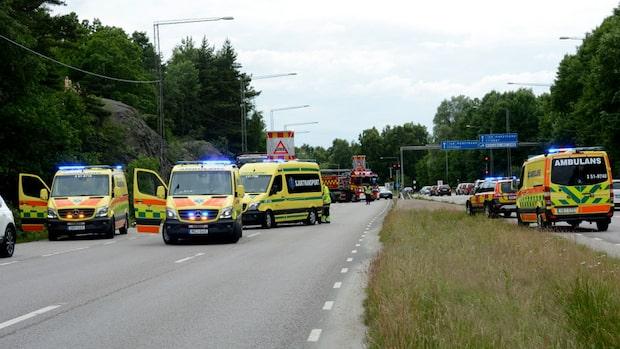 Tre bilar i olycka - barn till sjukhus