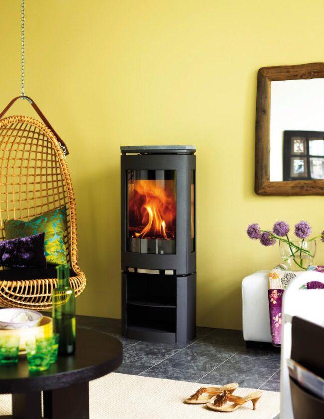 <strong>Eldabutiken</strong><br>Njut maximalt av elden<br>Braskamin med rejält med utrymme för själva elden ger en fin upplevelse. Kaminen, Jøtul F371 tillverkas i gjutjärn och är Svanenmärkt.<br>Pris: Från 20 900 kronor.