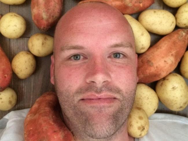 <span>Andrew tänker bara äta potatis - i ett helt år. Flera läkare är dock skeptiska till hur nyttigt det faktiskt är<br></span>