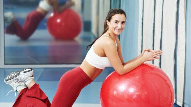 <span>Har du svårt att hitta tid till träning? Gå upp en kvart tidigare på morgonen. Ett kort program med exempelvis situps, armhävningar och utfall kommer att kickstarta din förbränning.</span>