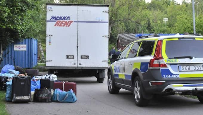 Under kvällen lämnade polisen asylboendet. Foto: Jan Emanuelsson