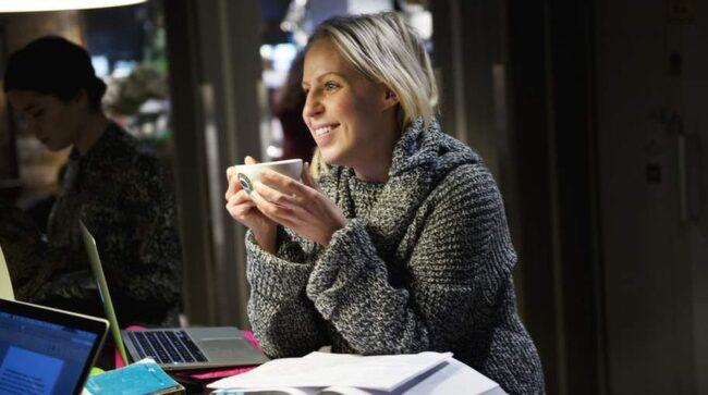 """<strong>Hur viktigt är kvalitetskaffe?</strong><br>Sara Stenmarker, 27 år, student, Stockholm: """"Eftersom jag bara dricker svar kaffe är det viktigt. Då smakar det mycket!""""."""