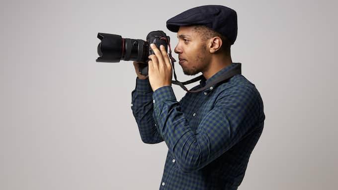 En frilansare är en person som tar eller utför uppdrag utan att ha en fast anställning. Vanliga yrkesgrupper i den kategorin är fotografer. Foto: SHUTTERSTOCK