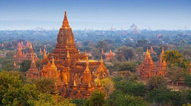 Bagans över 2000 tempel är ett av Unescos världsarv.