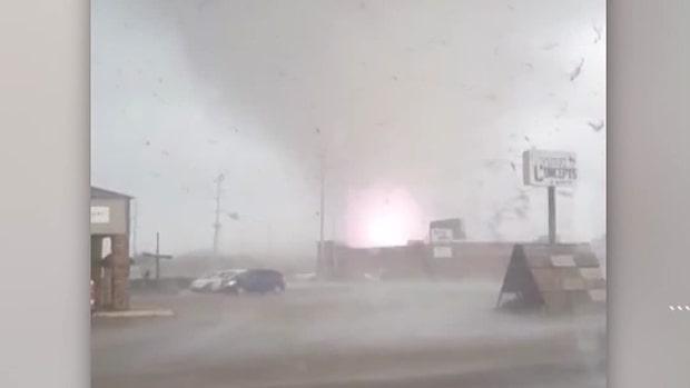 Här tar de skydd när tornadon sveper fram