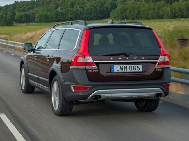 Ett mjukvarufel gör att Volvo kan tvingas kalla tillbaka ett stort antal bilar.