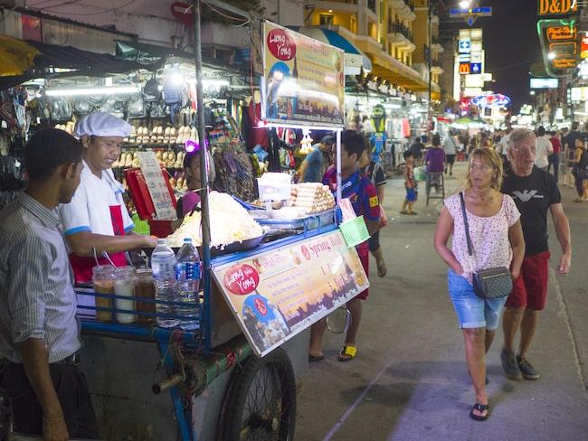 Men enligt tidningen The Nation i Thailand ska alla gatukök vara borta innan året är slut.