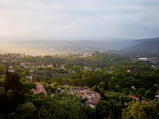Fin utsikt mot dal i Provence.