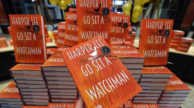 """Harper Lee publicerade den oväntade uppföljaren till """"Dödssynden"""" för bara några månader sedan. Den heter """"Ställ ut en väktare"""". Foto: Andy Rain / Epa / Tt"""