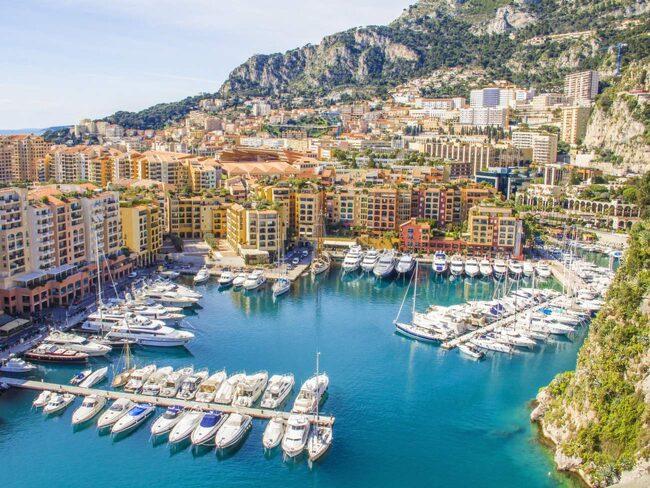 Monacos karaktäristiska hamn.