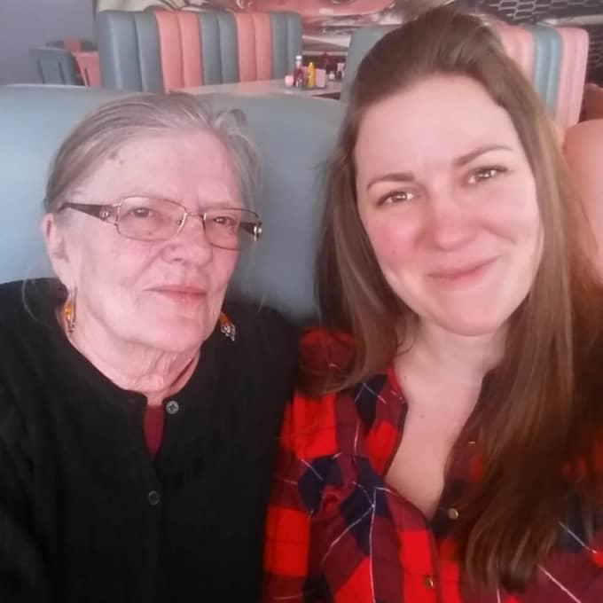 Britt-Marie fick hjälp av Anna Stistrup, och till slut fick hon en ny lägenhet. Nu försöker de få tag i möbler för att skapa ett hem åt henne. Foto: Privat