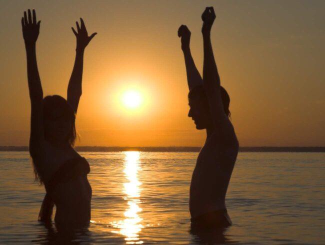 Bare Necessities är ett amerikanskt företag som specialiserat sig på nudistresor.