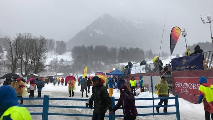 Kraftigt regn, hård vind och åska skapar stora problem för arrangörerna av Tour de ski. Foto: Tomas Pettersson.