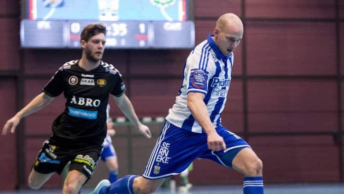 Blåvitts Mathias Etéus i derbyt mot Gais på torsdagskvällen. Foto: Michael Erichsen