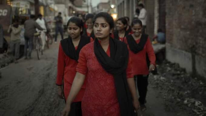 Gängledare. Usha Vishwakarma, 26, blev själv utsatt för ett våldtäktsförsök och startade då ett kvinnligt gäng där medlemmarna skyddar varandra. De kallar sig Röda brigaden. Foto: Martin Von Krogh/Expressen