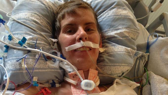Sandra vid uppvaknandet tre veckor senare. Foto: PRIVAT