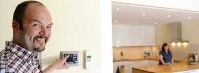 Huvudpanelen till systemet som styr ljus och elektronik sitter på en vägg i köket.
