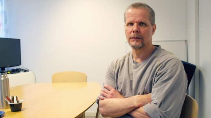 En febersjuk Kaj Linna pressades av åklagaren i förhör i rätten på onsdagen. Foto: Arkiv