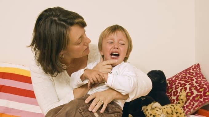 """DALTANDE? """"Varför betraktas det som fult att lirka med barn som sätter sig till motvärns?"""" undrar Expressens krönikör. Foto: Jupiter Images / JUPITER IMAGES"""