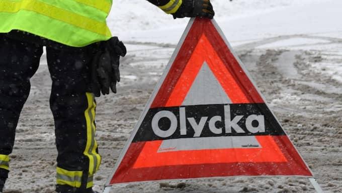 I Svealand är det risk för blixthalka, och längre norrut väntas stora mängder snö. Foto: JOHAN NILSSON / TT