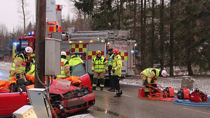 Enligt polisens presstalesperson Peter Adlersson ska en person vara skadad men vara vid medvetande. Foto: Christer Grandevik