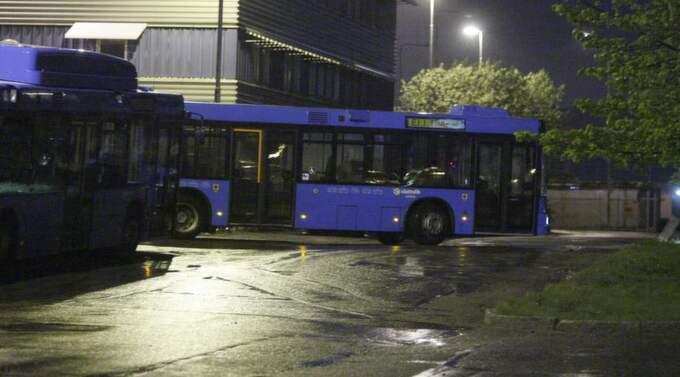 UR TRAFIK. Sammanlagt runt 50 busslinjer berörs när Västtrafik ska spara. Som vanligt är det landsbygden som drabbas värst. Västtrafiks beslut är förståeligt - men vad vill regionpolitikerna egentligen göra med landsbygden. Foto: Lennart Rehnman