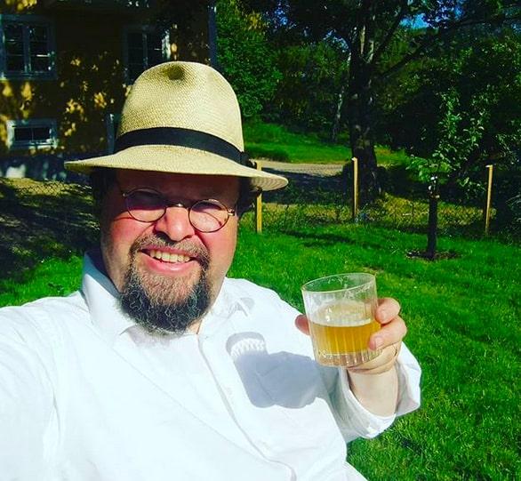 Då kan det vara skönt att slappna av med en öl ibland tycker Edward Blom.