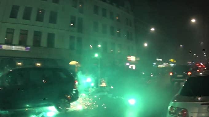 Det ska till och med ha förekommit att folk avsiktligt sköt raketer mot poliser under nyårsfirandet. Foto: JASH DOWEYKO-JURKOWSKI/TT