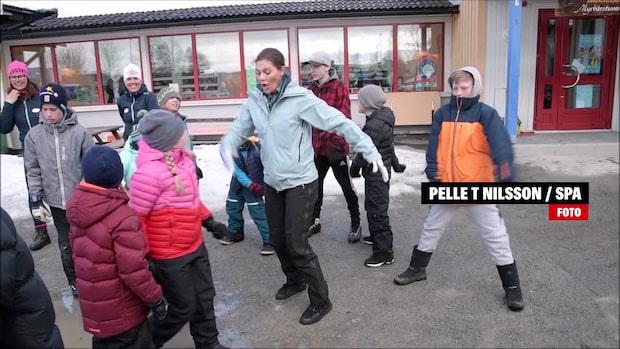 Här visar Kronprinsessan upp den populära dansen