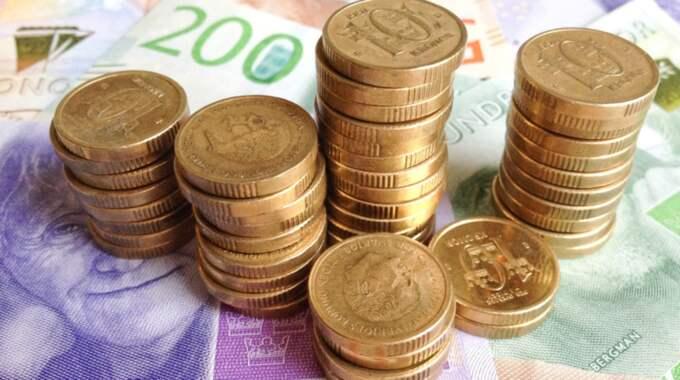 Upphör. 30 juni i år upphör gamla 20-, 50- och 1 000-kronorssedlar att gälla. Riksbanken löser in dem. Fysisk överlämning är inte möjlig, ens på huvudkontoret. Vilken ironi, Ingves. Foto: Henrik Isaksson/IBL