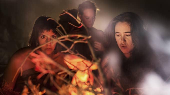 I grottan med Nadja Hjorton, Lisen Rosell och Amanda Apetrea. Foto: Chrisander Brun