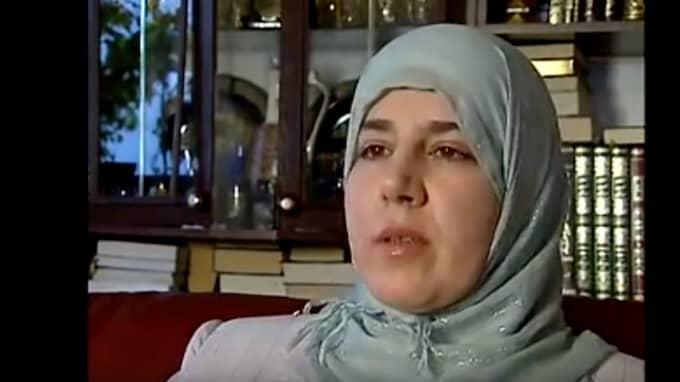En av de båda som ville fria – centerpartisten Ebtisam Aldebe – har kandiderat till riksdagen och uttalat sig om att hon tycker att svenska lagar borde anpassas till muslimer som bor i Sverige. Hon har också förespråkat sharialagar. Foto: SVT