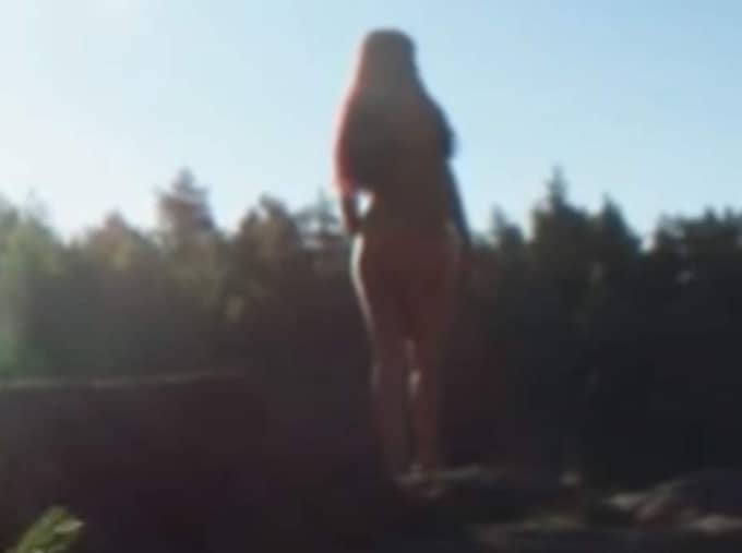 """""""Freak"""" kom till efter att Molly Sandén fattade beslutet att lämna sitt skivbolag. Foto: Youtube."""