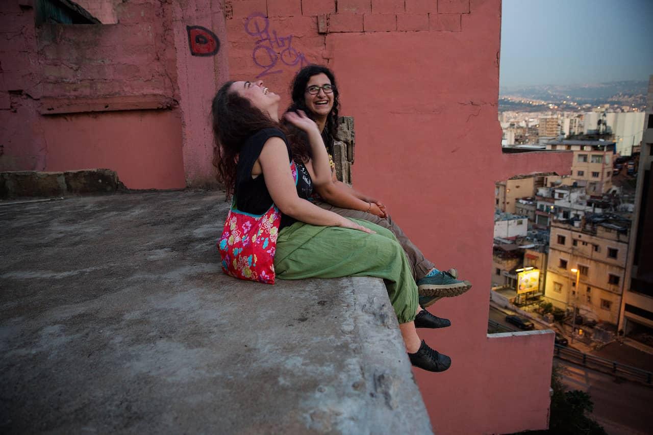 svart lesbisk fot Asiatisk tjej njuter av sex