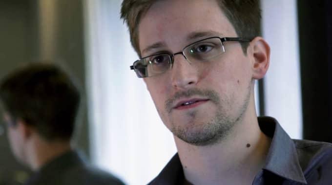 Visselblåsaren Edward Snowden hyllar The Intercept som läckt det hemliga dokumentet.