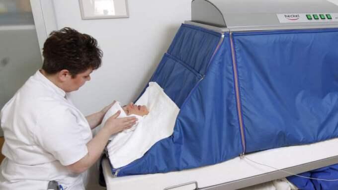 SIMULERAR FEBER. I ett sådant här tält låg Kim Anderzon på kliniken i Tyskland. Bilden är taget vid ett annat tillfälle. Foto: Arcadia