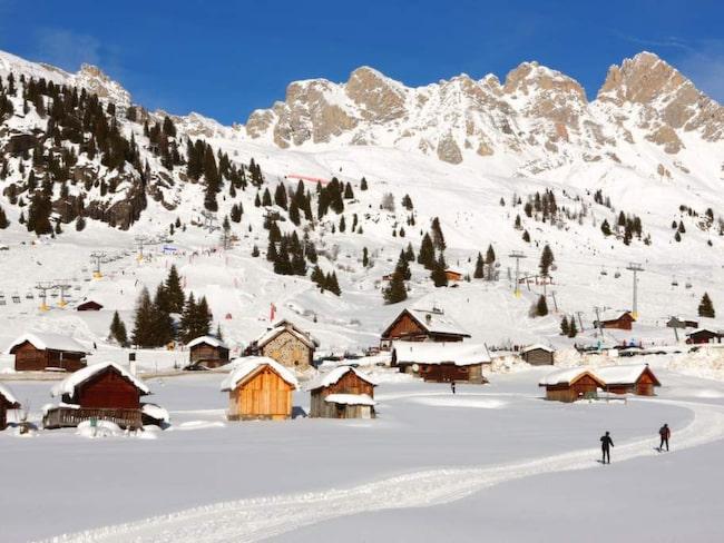 Sella Ronda är en del av Dolomiti Superski, som samlar 12 skidorter och 1200 kilometer pist under ett och samma skidpass.
