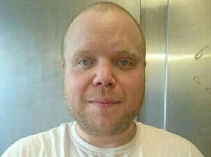 Konditorbagare Johan Lloyd i Karlstad säljer snoppbakelser för glatta livet. Han tycker det är fint att kunna skänka pengar. Foto: Privat