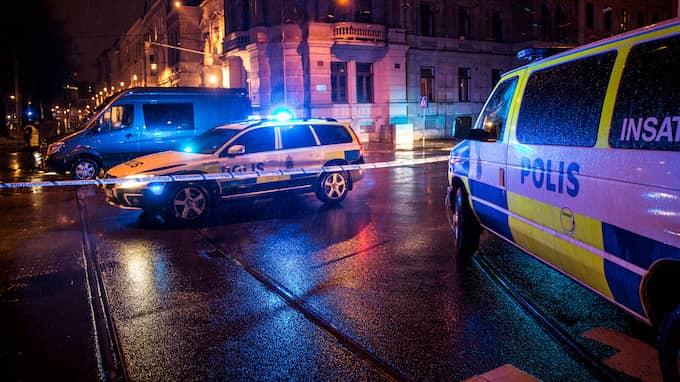 Lag och ordning är den viktigaste frågan för väljarna, enligt en ny Demoskopundersökning. Bilden är tagen vid en skottlossning i Göteborg den 21 november då en ung man skadades. Foto: HENRIK JANSSON / HENRIK JANSSON GT/EXPRESSEN