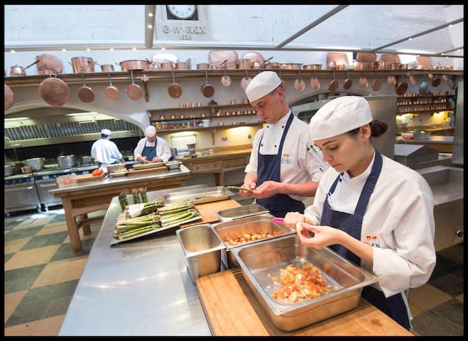 Matförberedelser på Windsor. Foto: I-IMAGES / POLARIS / I-IMAGES / POLARIS POLARIS IMAGES