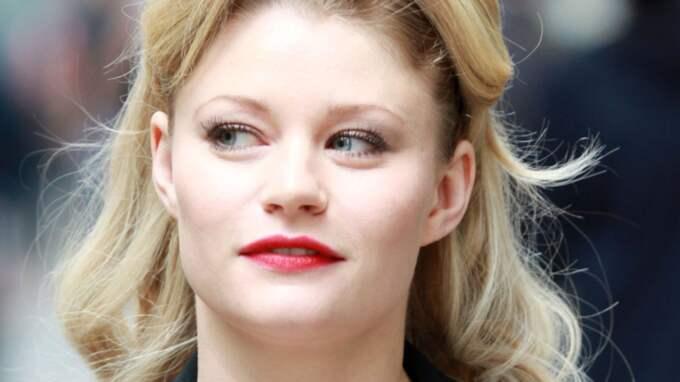 Nu har skådespelaren Emilie de Ravin blivit mamma på riktigt. Foto: Ralph, Pacificcoastnews.Com