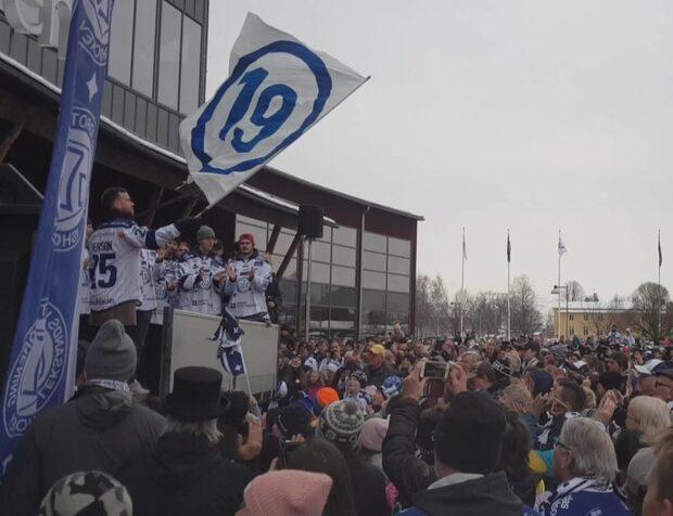 Se hyllningarna i Leksand efter vinsten mot Mora