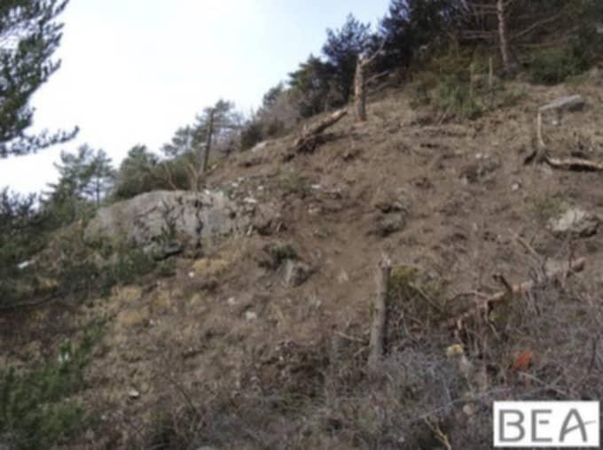 Där planet kraschade syns att träden kapats. Foto: BEA