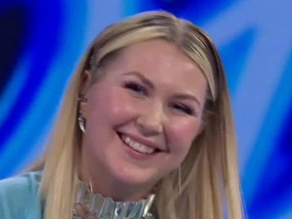 Här tokhyllas Ella av Idol-juryn