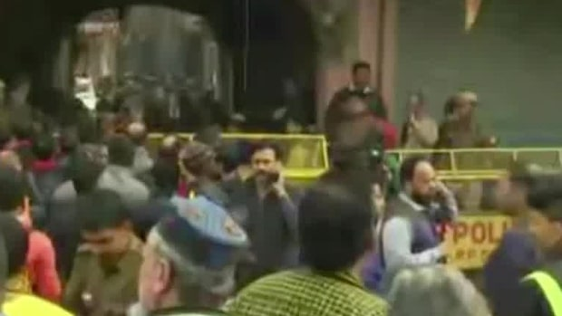 Över 30 döda efter brand i Dehli