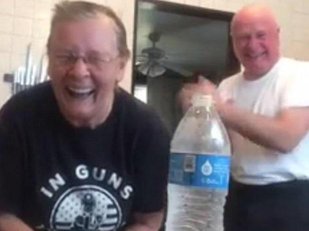 Skrattfest när mormor Marietta blåser sin man