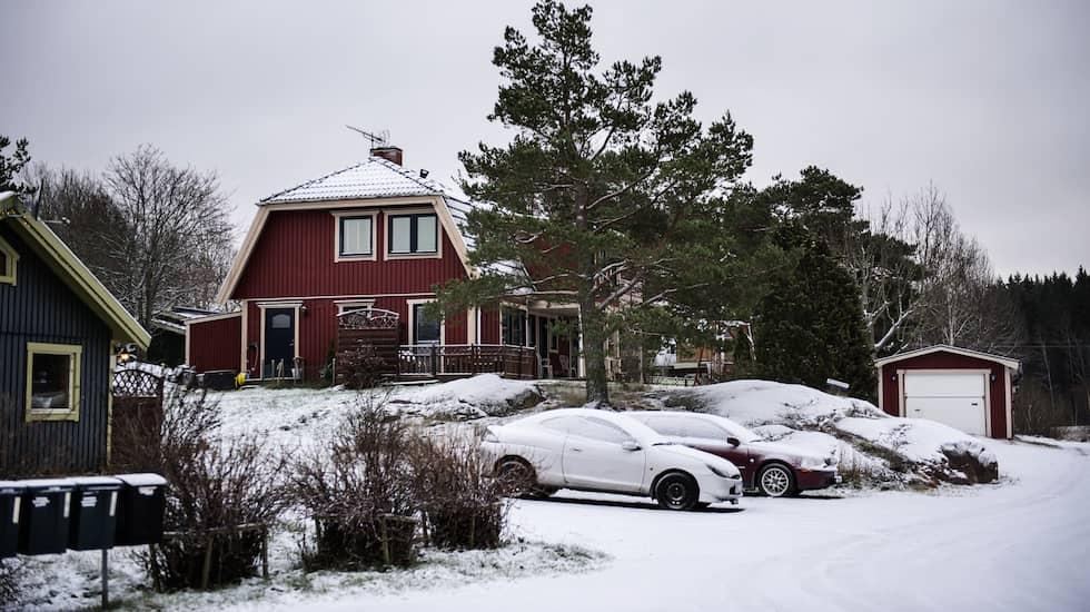 KNUTBY 2017. I det röda huset sköts Helge Fossmos hustru Alexandra till döds av Sara Svensson. Foto: ANNA-KARIN NILSSON